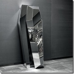 MIRRORED COFFIN